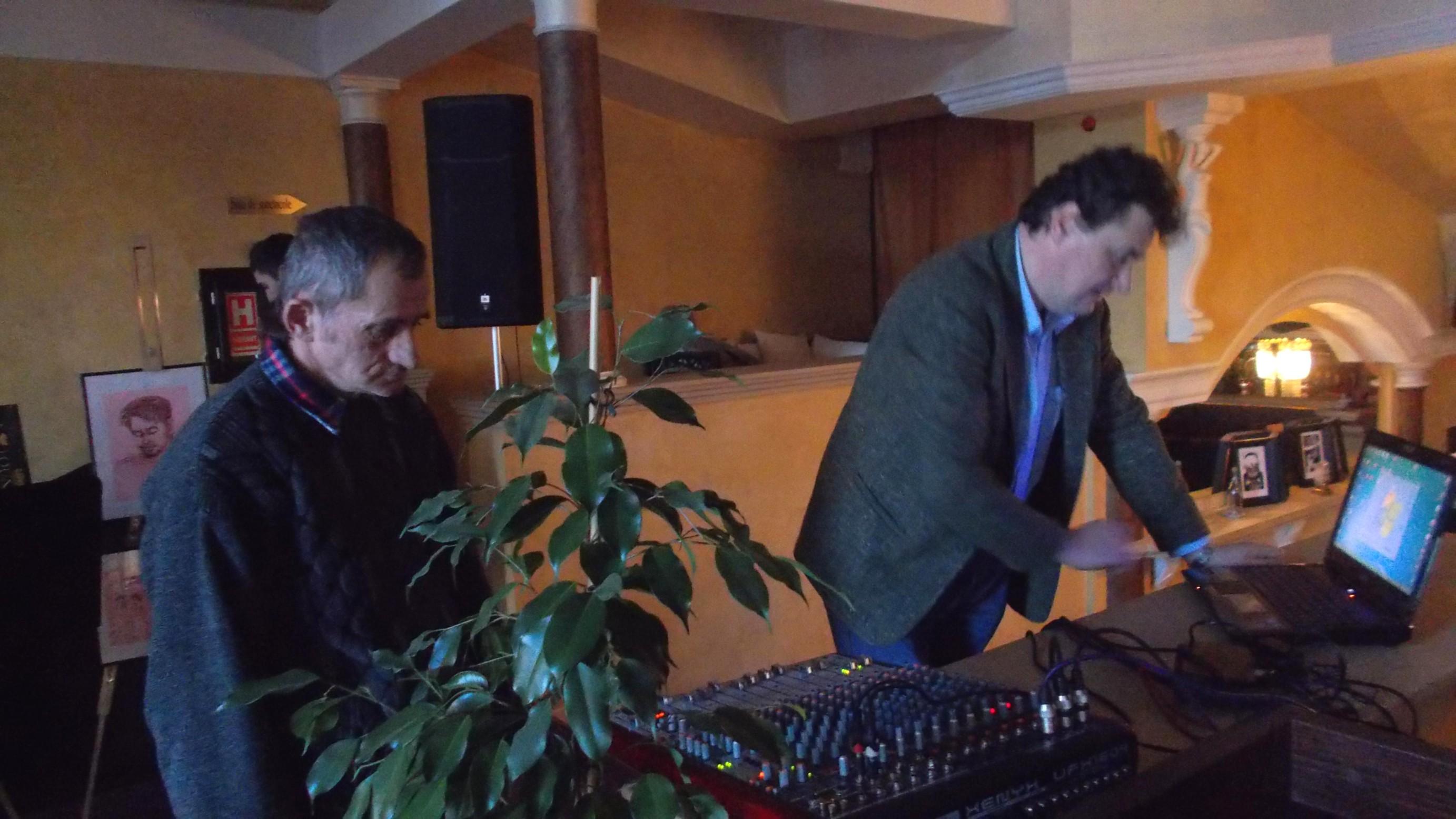 Gheorghe Senciuc şi Dănuţ Lungu, în timpul probelor de sunet