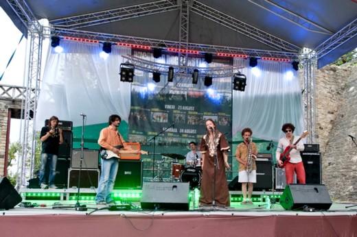 Inegalabila interpretă Petra Acker şi trupa The Others, într-un concert pe care Suceava nu-l merită - Fotografie de Victor T. RUSU