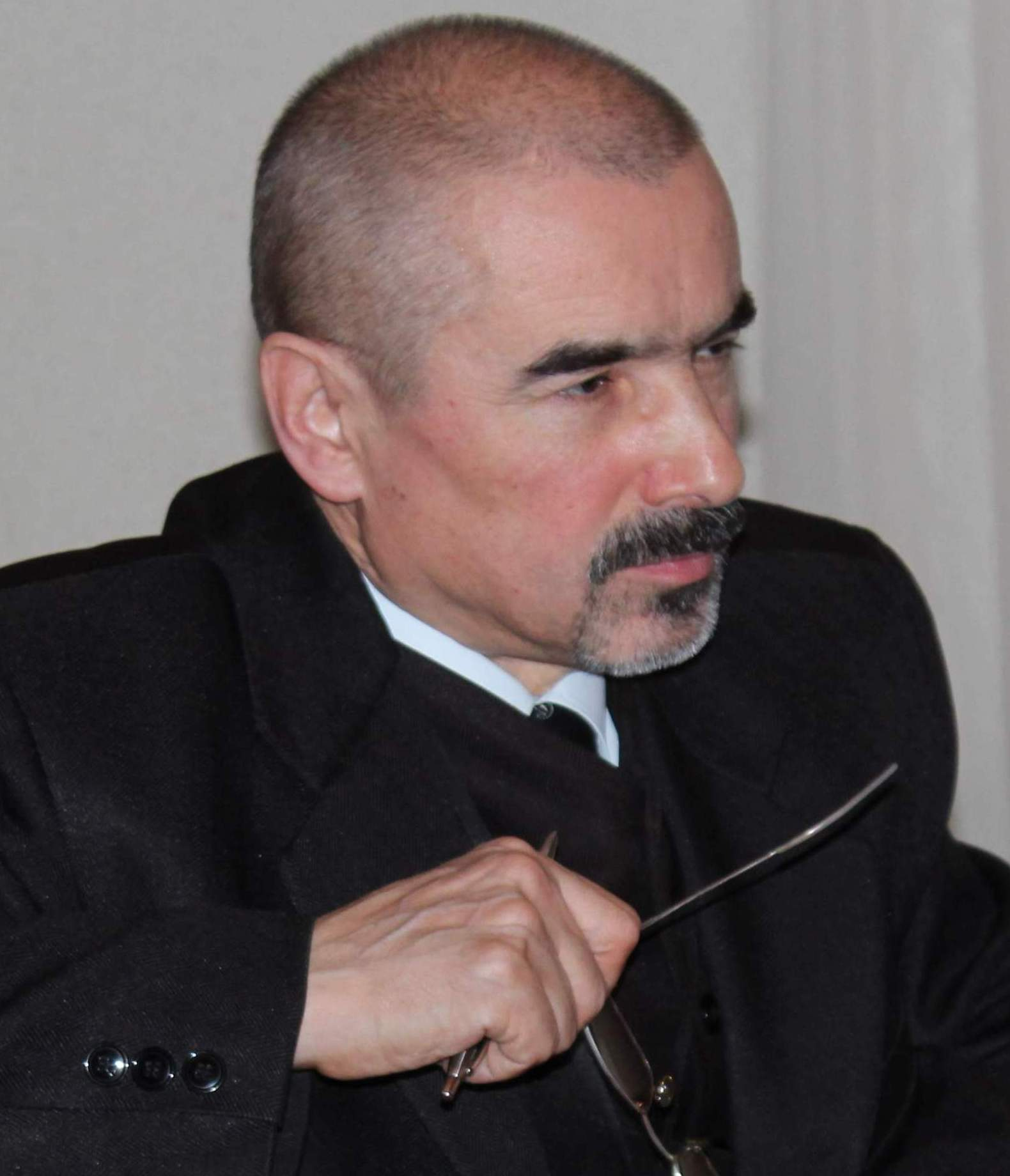 """Tiberiu Cosovan, la al III-lea volum cu """"Efigii în filigran / Acorduri afective"""""""