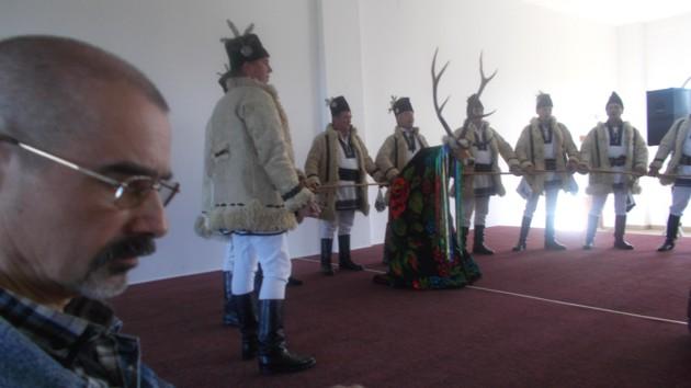 """Tiberiu Cosovan, impresionat de """"Cerbul"""" de la Corlata, moştenire spirituală de la regretatul Viorel Piersic"""