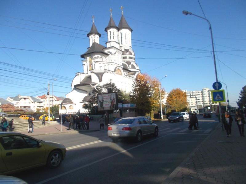 """""""E o biserică la margine de drum..."""""""