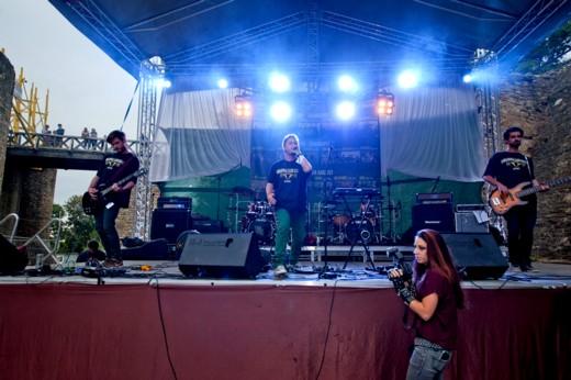Toz Machines, adică Edy Ciornea (tobe), Buzzu Parascan (chitară solo), Teiu Teişanu (chitară bass) şi Andi Drăguşanul (voce, chitară armonie şi clape) - Fotografie de Victor T. RUSU