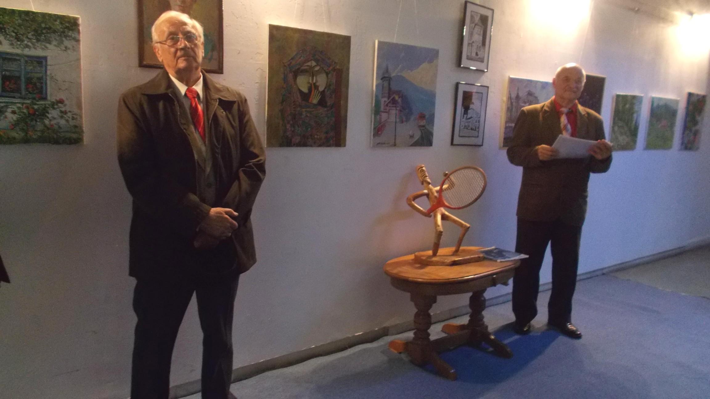 """Radu Bercea şi Ioan Bodnar, vernisând expoziţia """"Bucovina - trecut, prezent şi viitor"""""""