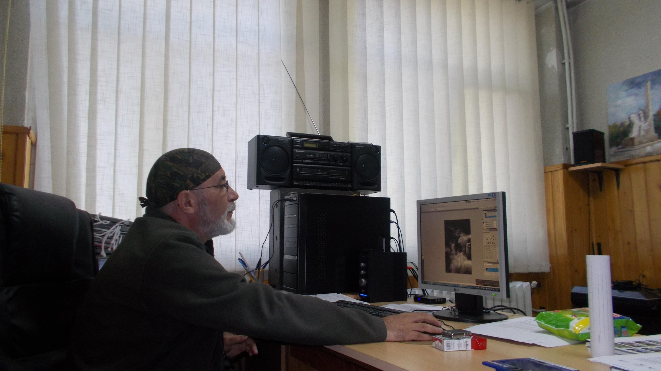 Victor Traian Rusu, studiind opera teoretică şi nepractică a lui Nechifor