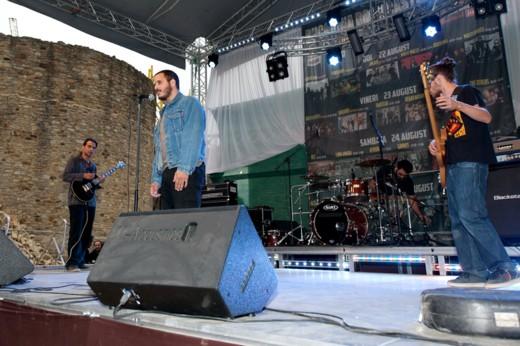 Weathers, trupa din Grecia care a cântat la Paris, la Londra, în Germania, în Olanda şi în Elveţia, başca în toate ţările balcanice - Fotografie de Victor T. RUSU
