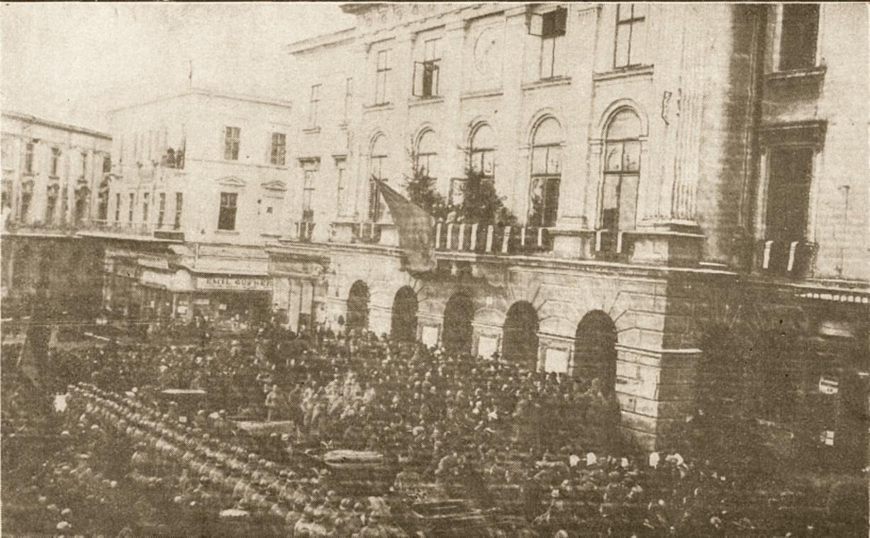 Zadik, citind proclamaţia, la Cernăuţi, în 11 noiembrie 1918