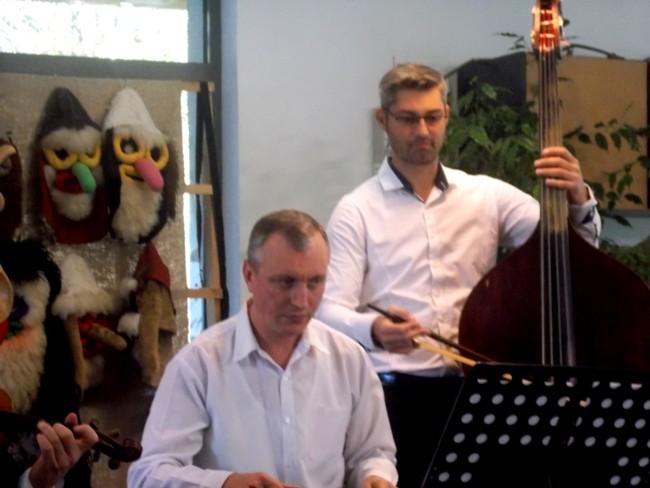 Zicalasii Petrica Oloieru si Ionut Chitic
