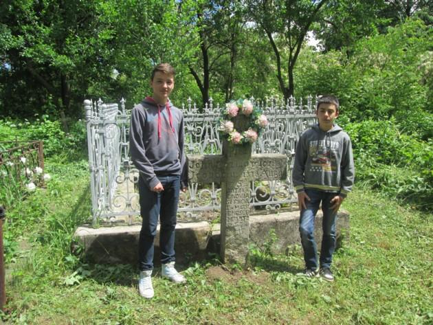 """Mormântul bunicilor materni şi al mamei lui George Enescu, """"luminat"""" după 70 de ani, înainte de a fi şutit C. V. Steiciuc şi festivalul memoriei, din vară"""